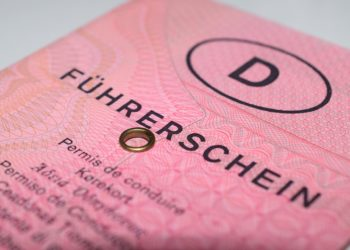 """Mit dem """"rosa Lappen"""" ist es bald vorbei  alte Führerscheine müssen umgetauscht werden. (Foto: pixabay, license free)"""