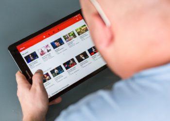 YouTube gilt bei Jugendlichen als ein Leitmedium. (Foto: piaby, license free)