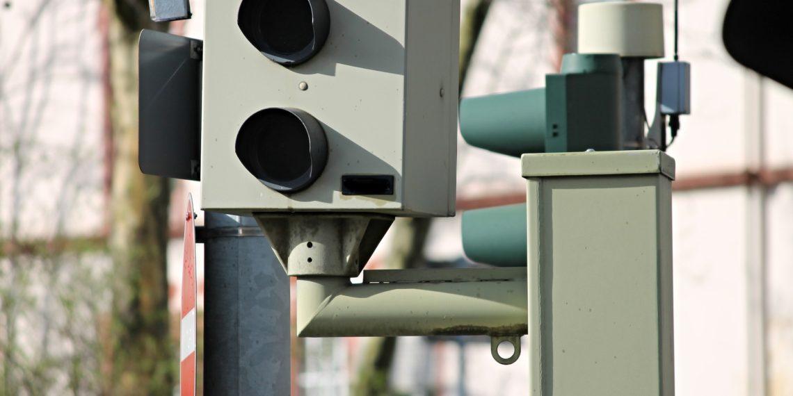 Ein Grundsatzurteil zu den Messdaten eines Radarblitzers fällte das Verfassungsgericht des Saarlandes (Symbolbild: pixabay, license free)