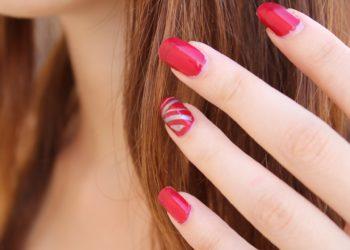 Künstliche Fingernägel sehen schick aus, sind aber in der Arbeitswelt nicht immer erlaubt (Foto: pixaba, license free).