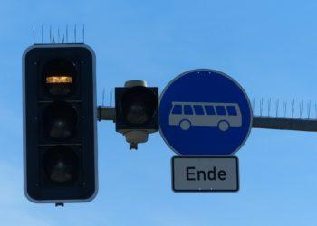 Zuende geht es mit der freien Fahrt für Busse, wenn künftig auch Fahrgemeinschaften und E-Scooter die Busspuren mitbenutzen dürfen. (Foto: Hans Braxmeier, pixabay, license free)