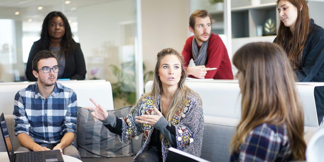 Die Stimmung in Büros ist heute viel kulanter und offener als in früheren Zeiten.