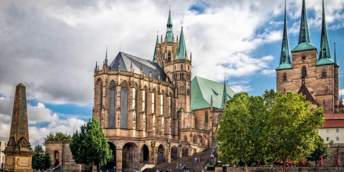 Dunkle Wolken in Erfurt über dem Dom- für die einen Sinnbild des Abstiegs von CDU und SPD. Für die anderen Symbolik für eine Zeitenwende. (Bild: Pixabay License)
