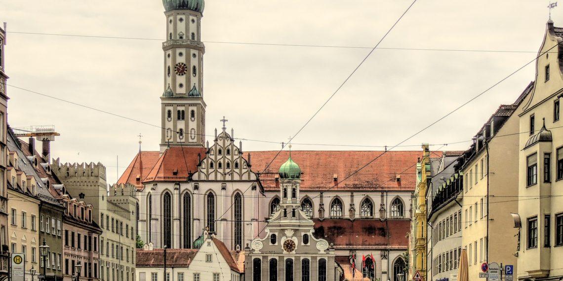 Eine Mobilitäts-Flatrate soll Augsburger zum Umstieg auf ÖPNV, Carsharing und Fahrrad bewegen. (Foto: Theo Rivierenlaan, Pixabay)