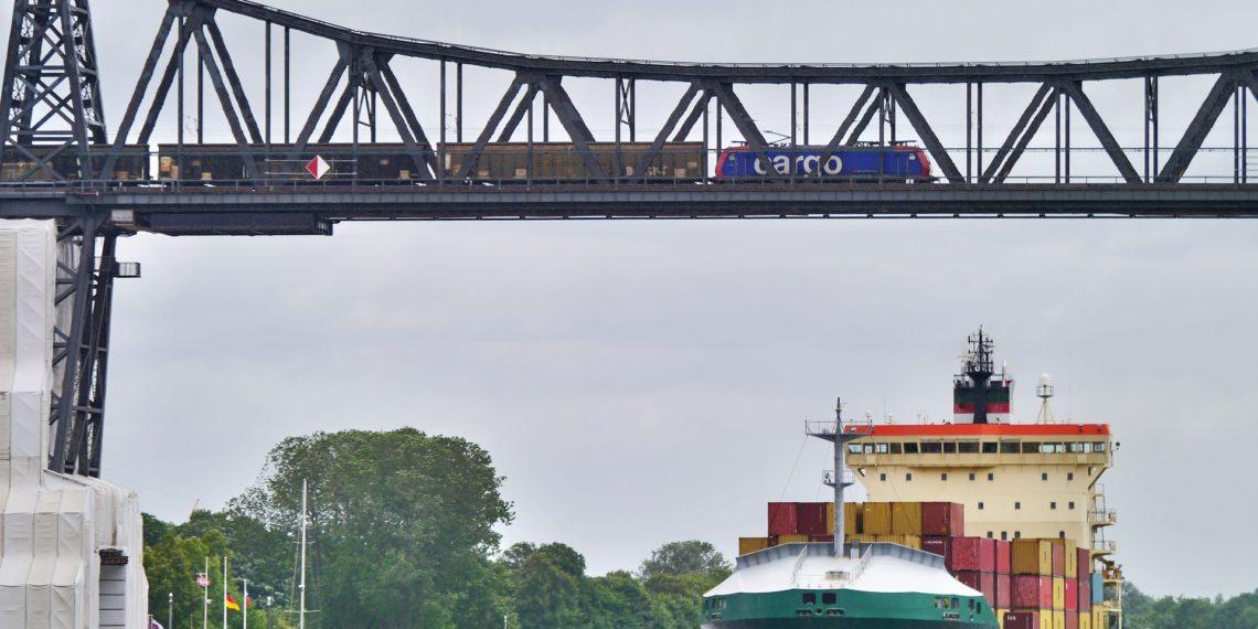 Große Verkehrsprojekte wie die Vertiefung des Nord-Ostsee-Kanals sollen schneller genehmigt werden können, wünscht sich Verkehrsminister Scheuer. (Foto: Erich Westendarp. Pixabay)