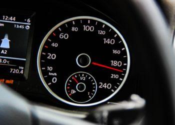"""""""Freie Fahrt"""" gibt es nur noch auf deutschen Autobahnen. In Holland soll künftig Tempo 100 gelten. (Foto: Esa Niemelä, Pixabay)"""