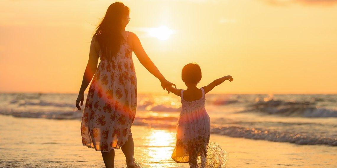 Alleinerziehende Mütter geraten noch stärker unter Druck, wenn Väter künftig weniger zahlen müssen. (Foto: Sasin Tipchai, Pixabay)