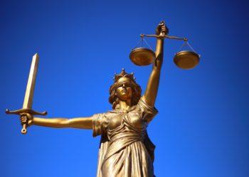 Das Landgericht Hof schickt einen 58-jährigen Rechtsanwalt in den Knast. (Foto: Sang Hyun Cho, Pixabay)