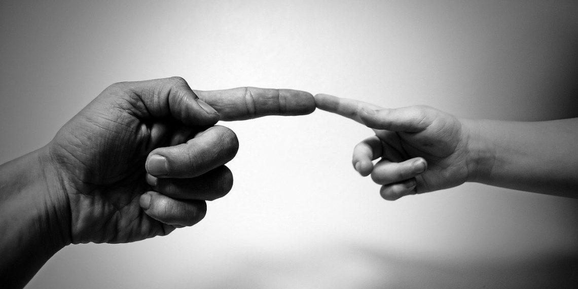 Die Namensänderung von Scheidungskindern ist oft ein Fall für die Gerichte (Foto: PublicDomainPictures, Pixabay)