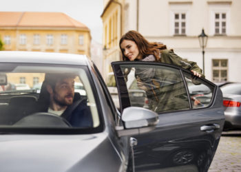 Der amerikanische Fahrdienstleister Uber bietet Touren meist deutlich billiger an als klassische Taxiunternehmen. (Foto: Uber-Newsroom)