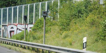 Bei fest installierten Radarblitzern fahren Ortskundige langsamer. Später aber geben auch sie wieder Gas. (Foto: Uwe Hoh, Pixabay)