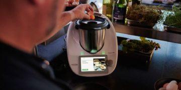 Vor einigen Jahren noch löste der Themomix unter Koch-Enthusiasten einen wahren Hype aus. (Foto: Vorwerk)