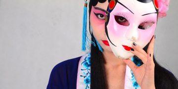"""Spielt China ein doppeltes Spiel: Hier eine Maskerade im Rahmen der berühmten """"Beijing Opera""""."""