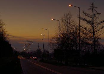Deutschlands Autoproduktion ist komplett weg vom Fenster. Die Straßen leer. Vielen Fragen sich: Wo soll das noch hinführen? Bild: pixabay lizenz
